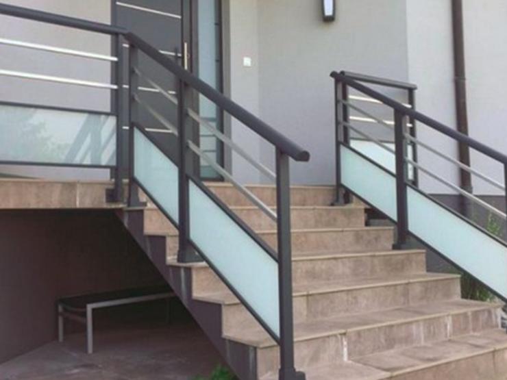 Garde corps alu escalier avec vitres