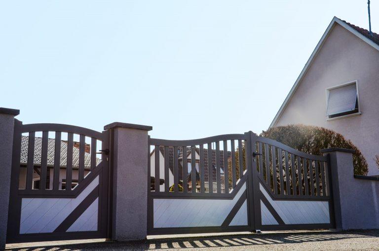 portail battant classique bicolore