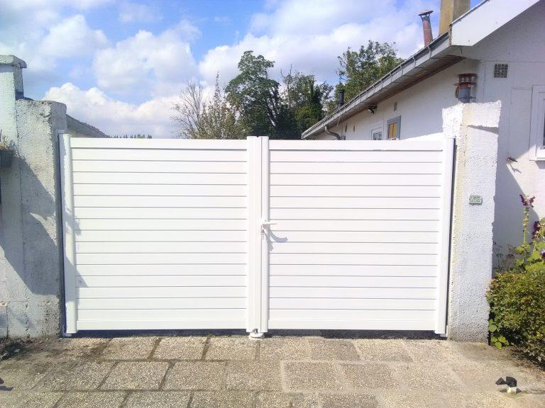 portail battant classique blanc