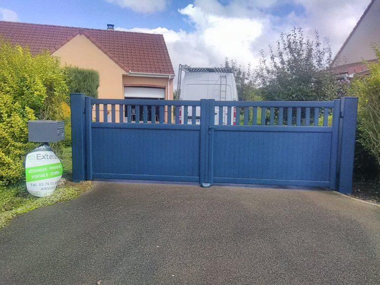 portail classique battant bleu