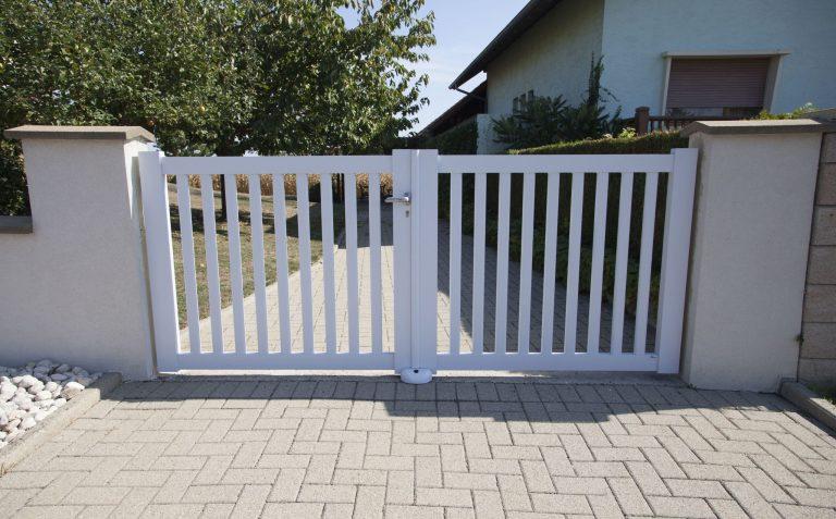 portail classique blanc battant
