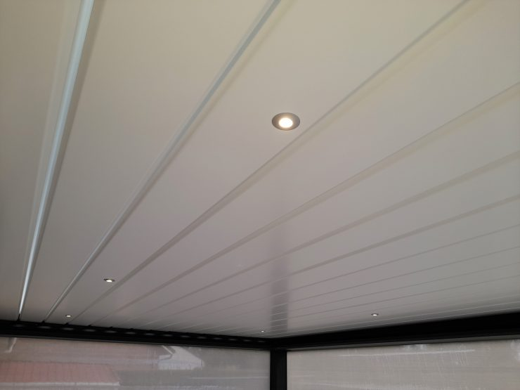 toit pergola bioclimatique avec leds integres